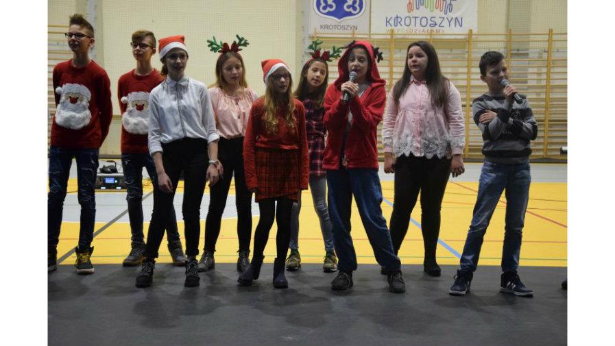 Uczniowie zaśpiewali najpiękniejsze kolędy i pastorałki